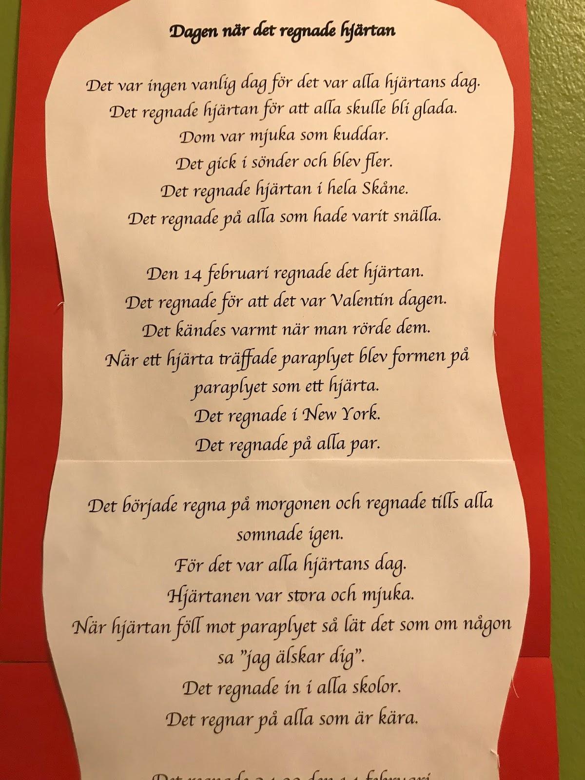 """1 m lång dikt om """"Dagen när det regnade hjärtan"""". Den blev fantastiskt bra.  Barnen var överrumplade över hur bra den blev. Den sitter nu på väggen  utanför ... 7974562a7af3b"""